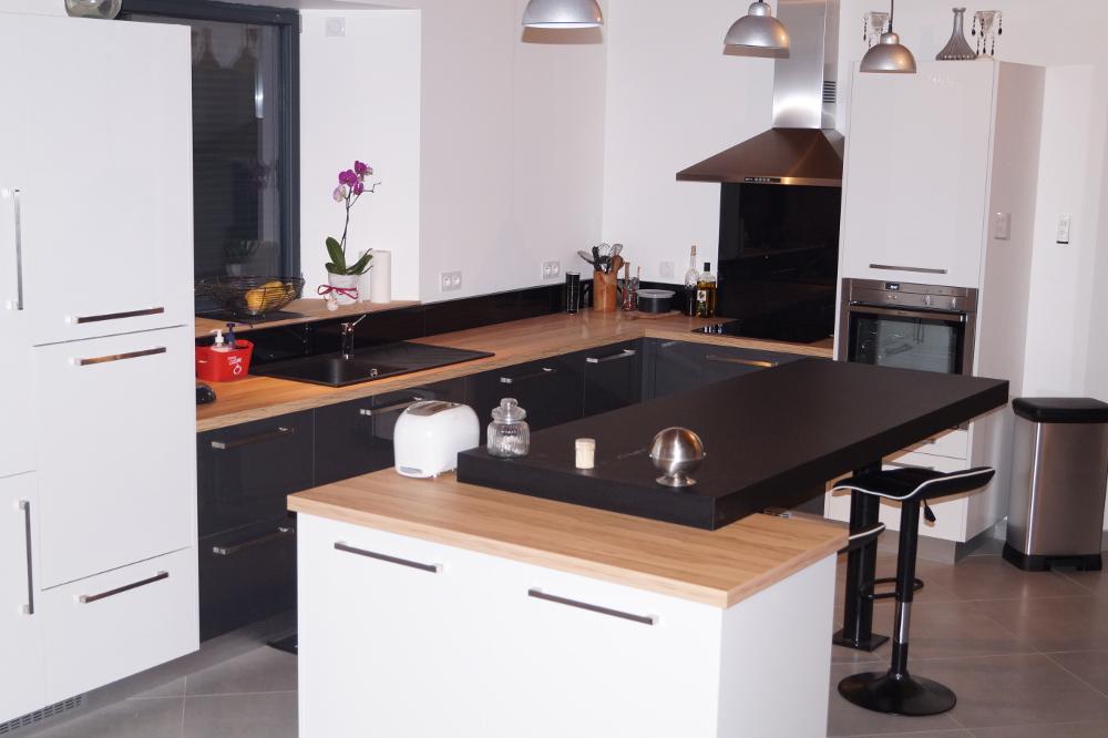 Fabrication sur mesure d'une cuisine anthracite et bois