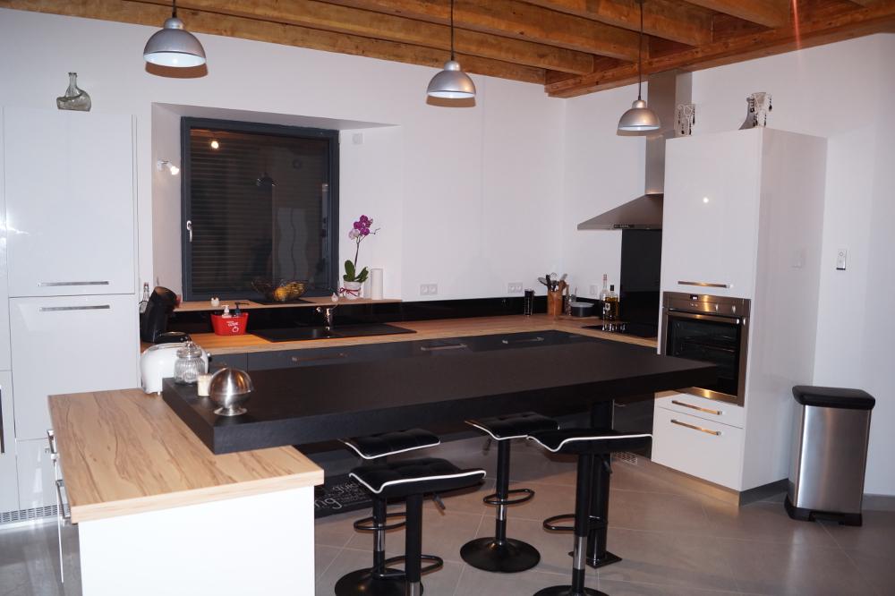 cuisine-anthracite-bois-sur-mesure