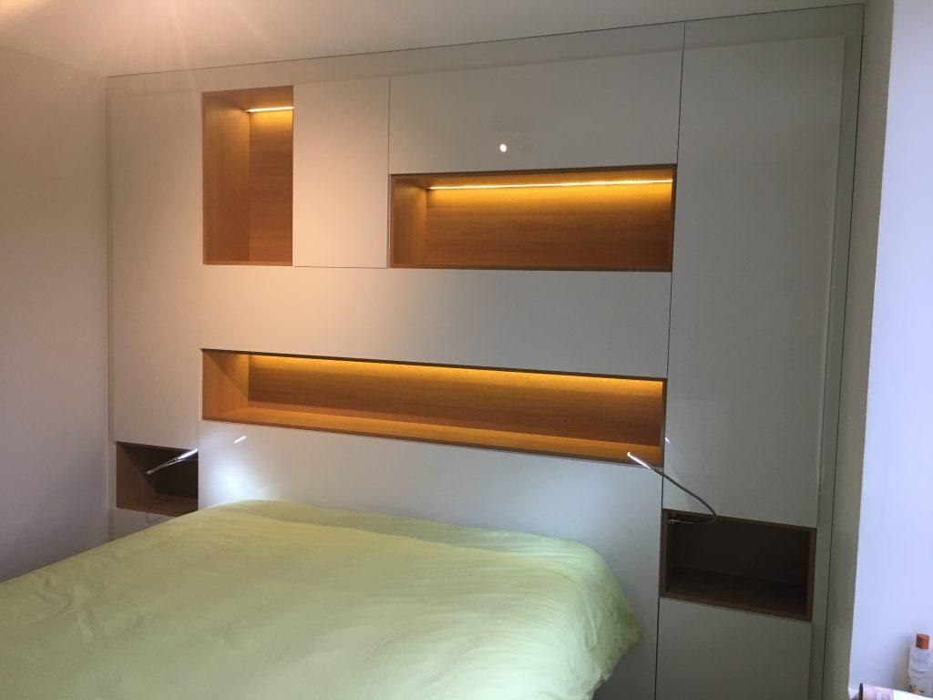 Tête de lit sur mesure avec niches