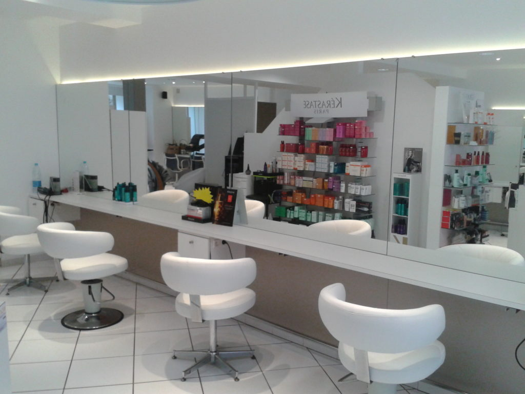 Agencement sur mesure d'un salon de coiffure au Cheylard